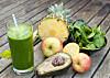 SUNNE INGREDIENSER: Å bruke juice og smoothier som detox-kurer har blitt svært trendy, og skal kunne gi deg flatere mage og finere hud. Foto: Scanpix/NTB