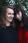 FACEBOOK: Dette er mor Grete og datter Hanna. Den ene er native på nett, mens den andre tilhører generasjonen som ofte deler ukritisk på Facebook. Hvordan er det egentlig åvære mor og datter ito så ulike generasjoner som XogZ? Foto: Hanna Lauridsen